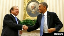 지난 2013년 미국을 방문한 나와즈 샤리프 파키스탄 총리(왼쪽)가 백악관에서 바락 오바마 대통령과 회동했다. (자료사진)
