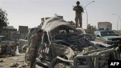 Policija na mestu eksplozije automobila-bombe u Kandaharu, 27. decembra 2010.