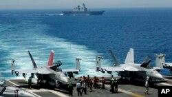 Operación naval en el sudeste asiático. Estados Unidos ya tiene cuatro barcos de guerra estacionados en el Mediterráneo.
