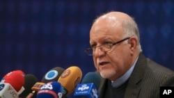 伊朗首都德黑兰举行的新闻发布会上,伊朗石油部长赞加内发表讲话。(2018年2月4日)