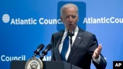 Potpredsednik SAD Džozef Bajden govori na konferenciji u Atlantskom savetu