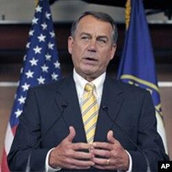 លោក John Boehner ប្រធានសភាជាតិសំឡេងភាគច្រើន ថ្លែងក្នុងសន្និសីទសារព័ត៌មាននៅវិមានរដ្ឋសភា Capitol Hill ថ្ងៃ២៥ កក្កដា ២០១១។