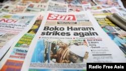 Berita surat kabar di Lagos, Nigeria, memberitakan penculikan terbaru yang dibantah oleh pejabat kepolisian Nigeria (10/6).