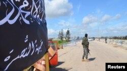 2015年3月30日基地组织努斯拉阵线成员在叙利亚把守哨卡