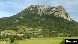 Huyền thoại xoay quan ngôi làng và ngọn núi Bugarach, ở tây nam nước Pháp