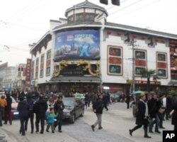 上海城隍庙的中外游客