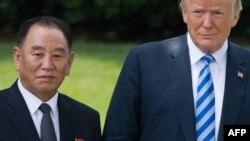 Президент Дональд Трамп и советник лидера КНДР Ким Ен Чхоль, Белый дом, 1 июня 2018 года
