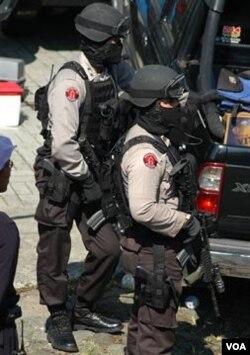 Detasemen 88 sedang bertugas. Brigjen Tito Carnavian mengungkapkan Indonesia saat ini sangat membutuhkan pengadilan yang tersentralisasi untuk menangani kasus terorisme.
