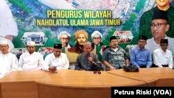 Pengurus Wilayah Nahdlatul Ulama (PWNU) Jawa Timur imbau masyarakat bersabar menunggu hasil penghitungan suara Pemilu oleh KPU dan berdoa untuk kebaikan bangsa Indonesia (foto: VOA/Petrus Riski)