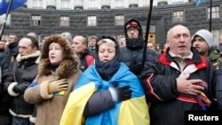 烏克蘭的反政府抗議者在街頭唱過﹐堅持留在街頭﹐繼續鬥爭。