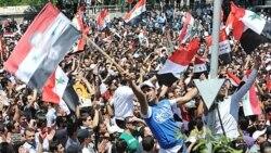 هواداران بشار اسد رییس جمهوری سوریه پس از سخنرانی وی در دمشق. ۲۱ ژوئن ۲۰۱۱