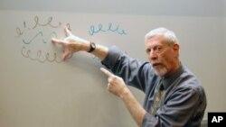 Profesor John Cohen, dobitnik gotovo 30 nagrada za iznimna predavanja Fakulteta medicinskih znanosti Sveučilišta Colorada, sada svoje znanje prenosi i na širu zajednicu