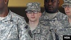 El soldado de primera clase Bradley Manning supuestamente habría proporcionado a WikiLeaks más de 700.000 archivos, videos y otro tipo de información del gobierno de Estados Unidos.