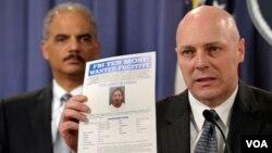 Tres permanecen prófugos, entre ellos Eduardo Ravelo, quien figura en la lista del FBI de los 10 fugitivos más buscados. Existe una recompensa de $ 100.000 dólares para quien de información que lleve a su arresto.