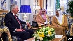 U.S. Secretary of State Rex Tillerson, left, meets with Saudi King Salman, right, in Jiddah, Saudi Arabia, July 12, 2017.