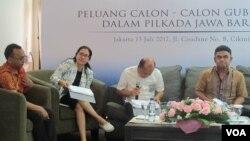 Saiful Mujani Research and Consulting (SMRC) merilis hasil surveinya terkait pemilihan gubernur Jawa Barat yang akan dilaksanakan 2018. (Fathiyah/VOA)