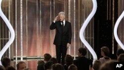 Cựu Tổng thống Bill Clinton nói về cuốn phim 'Lincoln' trong lễ trao giải Quả Cầu Vàng 2013 tại Bervely Hills, California, ngày 13/1/2013.