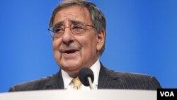 Menhan AS, Leon Panetta saat memberikan sambutan pada konferensi organisasi lobi pro-Israel AIPAC di Washington (6/3).