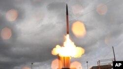 지난 2008년 하와이에서 실시된 미국의 고고도 미사일 방어체계, 사드(THAAD) 시험 발사 장면. (자료사진)