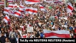 Puluhan ribu warga Belarus hari Minggu (13/9) kembali turun ke jalan-jalan di ibu kota Minsk.