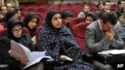 Reyhan Cabbari (ortada) 2008'de görülen dava sırasında