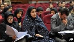 Iranka Rejhane Džabari (C) tokom suđenja u Teheranu