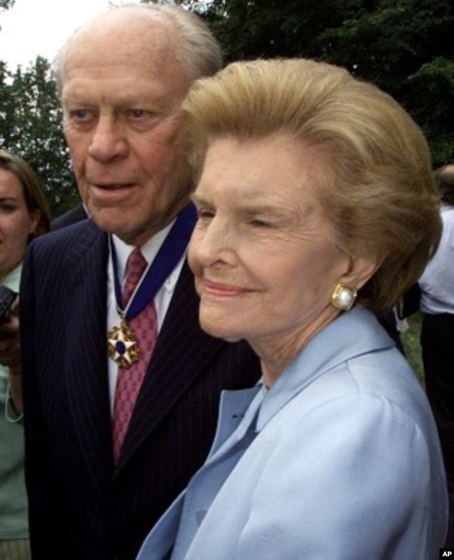 Former U.S. President Gerald Ford and his wife Betty talk to reporters outside the White House in this August 11, 1999 file photo.