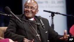 南非大主教图图2011年9月21日在社会公益峰会上发表演说