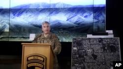 جنرل کیمبل کابل میں پریس کانفرنس سے خطاب کرتے ہوئے