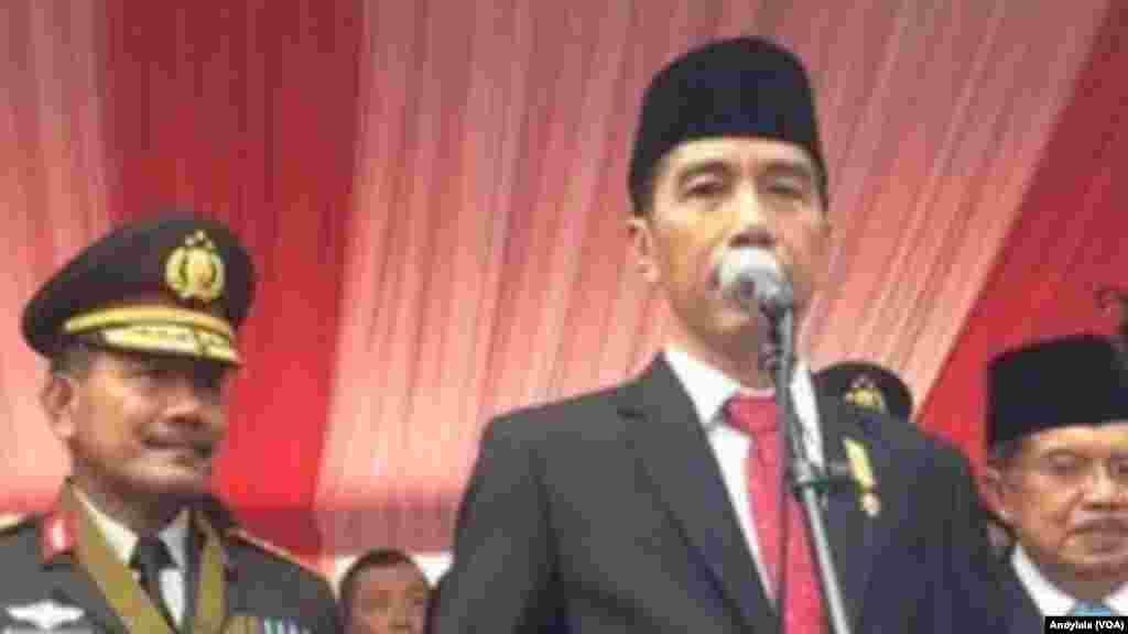 Shugaban Indonesia Joko Widodo a Sumatra 1 ga watan Yuli, 2015. (VOA/Andylala Waluyo)