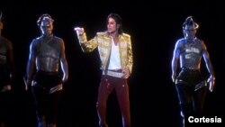 Los productores del espectáculo invirtieron más de medio año para lograr la presentación de Michael Jackson en holograma con la actuación de 16 bailarines en vivo.