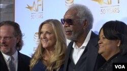 Morgan Freeman (kedua dari kanan) dalam perayaan 50 tahun kemitraan antara American Film Institute dan Libary of Congress, Selasa (14/11).