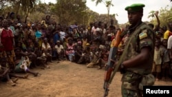 Миротворець Африканського Союзу на зустрічі населення ЦАР із законодавцем