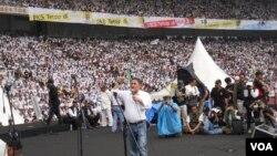 Partai Keadilan Sejahtera (PKS), yang diharapkan jatuh kinerjanya pada pemilu karena mantan presidennya dipenjara, mendapatkan 6,92 persen suara, atau kurang dari 1 persen penurunannya dari puncak prestasi mereka pada 2009.