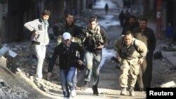 به گزارش آسوشیتدپرس در روز دوشنبه، خشونت ها در سوریه منجر به کشته شدن ۱۲ نفر شد.