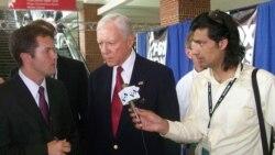 Thượng nghị sĩ Orrin Hatch (giữa)