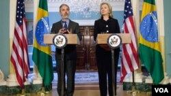 El ministro de Relaciones Extererioes de Brasil, Antonio Patriota, y la secretaria de Estado de EE.UU., Hillary Clinton, dieron continuidad a los acuerdos logrados entre ambas naciones durante la visita de Obama al país sudamericano, en marzo.