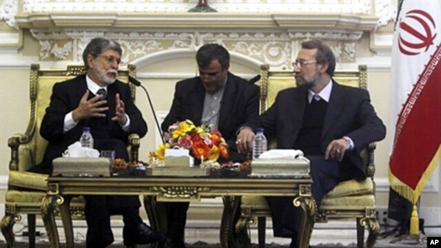 Iran's parliament speaker Ali Larijani (r) meets with Brazil's Foreign Minister Celso Amorim (l) in Tehran, 26 Apr 2010