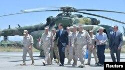 بازدید بشار اسد رئیس جمهوری سوریه از پایگاه هوایی روسیه در حمیمیم در غرب سوریه - ژوئن ۲۰۱۷