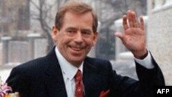 Ông Havel, lãnh tụ cuộc cách mạng chống cộng năm 1989, đã qua đời tại ngôi nhà nghỉ dưỡng cuối tuần tại miền bắc Cộng Hòa Czech, thọ 75 tuổi