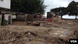 Spot where shops once stood in Abderdeen neighborhood, Freetown, Sierra Leone, September 13, 2015. (N. Devries/VOA)