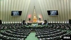 مجلس از دولت ایران خواسته با حذف سه دهک از خانوادههای پردرآمد، درآمد حاصل از آن به تولید و خانوادههای نیازمند اختصاص دهد.