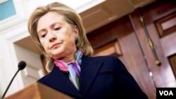 Menlu AS Hillary Clinton memberikan pernyataan soal pembocoran dokumen oleh WikiLeaks.