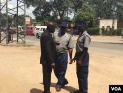 Police speak to a member of Ibhetshu Likazulu in Bulawao.