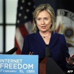 Klinton internet hamma uchun erkin va ochiq bo'lishi kerak deydi