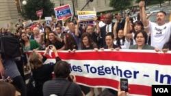 Decenas de líderes y activistas alzaron sus voces frente al Capitolio por una reforma de inmigración.