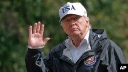 Tổng thống Donald Trump về đến Tòa Bạch Ốc ngày 14/9/2017 sau khi đi thăm nạn nhân bão Irma tại Florida.