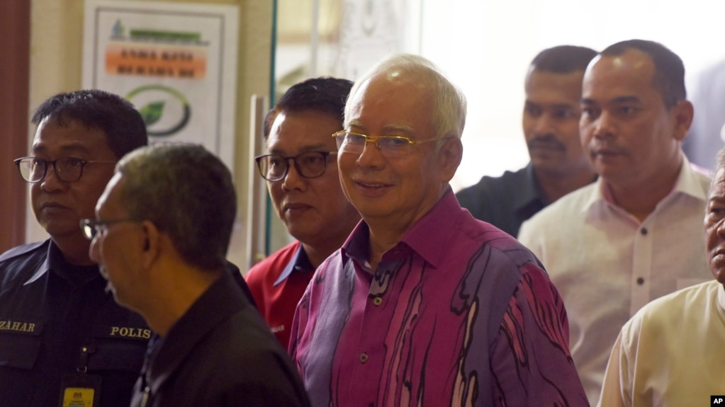 Former Malaysian PM, Officials, Face New Graft Charges