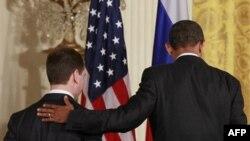 Prezident Barak Obama, qasamyod marosimidan ko'p o'tmay, barcha kelishmovchiliklarni ko'rib chiqib, Kreml bilan murosa qilishini aytgan edi.