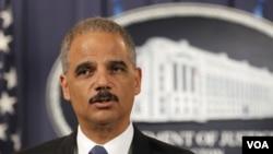Jaksa Agung Eric Holder dalam konferensi pers di Washington, Selasa (11/10).